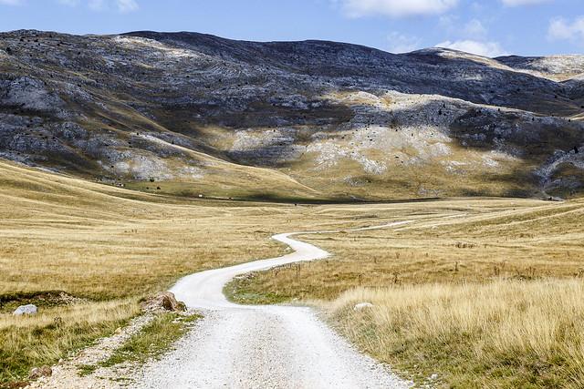 The road to Lukomir