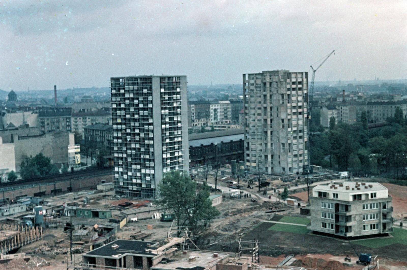 09. Западный Берлин. За многоэтажками на станции Берлин-Бельвю