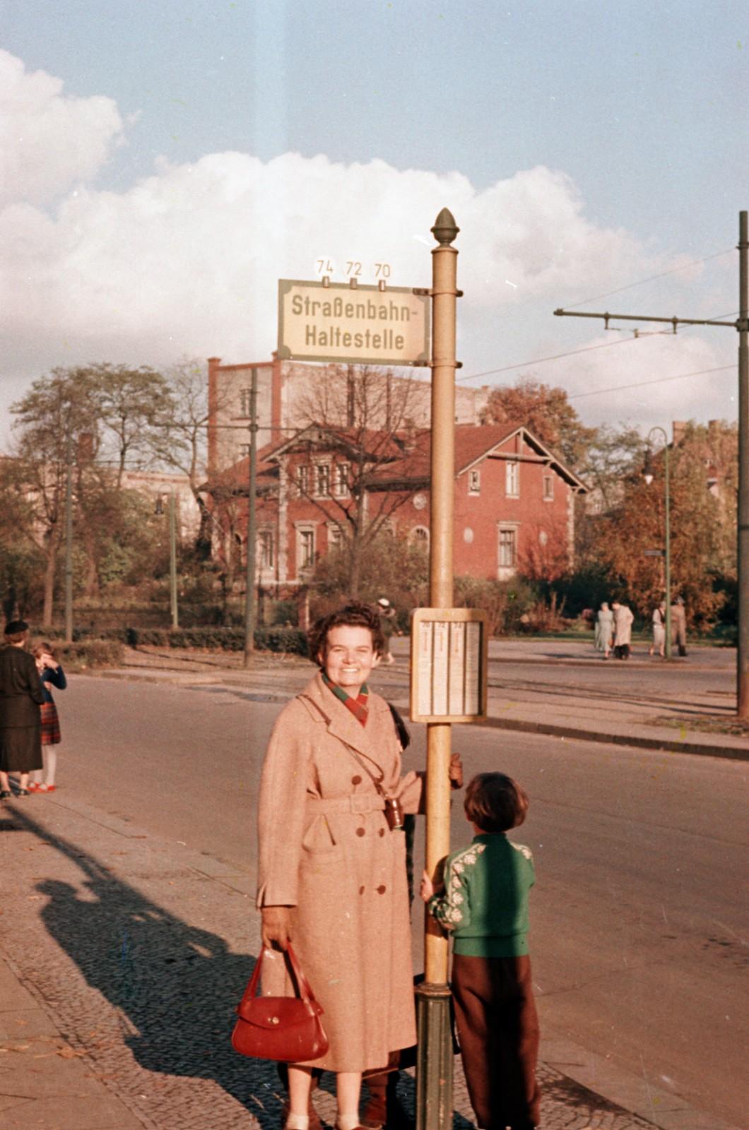 01. Восточный Берлин. Клемент Готвальд-Аллея, на заднем плане - ныне снесенный дом № 164.
