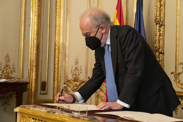 Firma del protocolo para el fomento de un lenguaje jurídico accesible