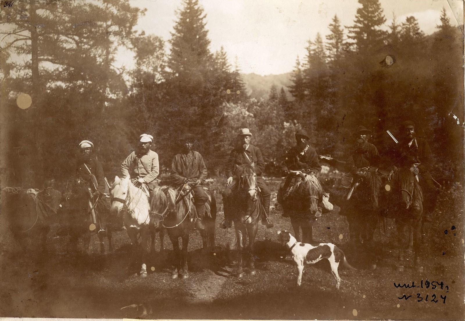 21. В.В.Сапожников (в центре) с участниками экспедиции в завершение момента маршрута.