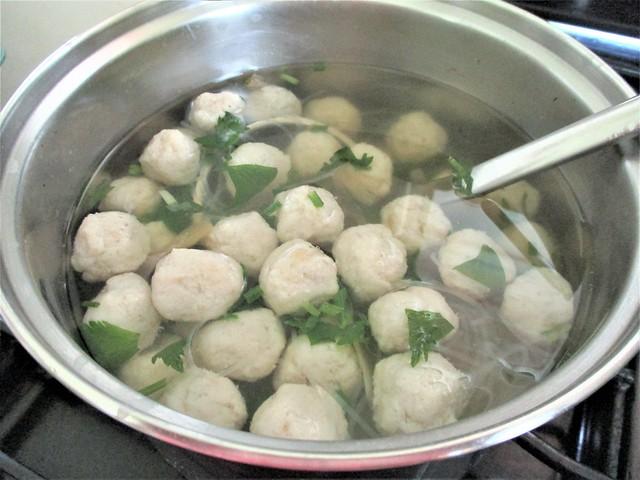 Fish ball tang hoon soup