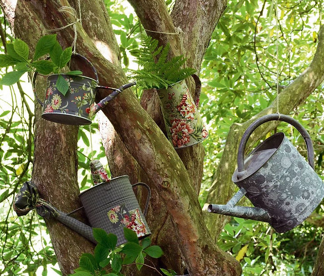 Découpage Watering Cans
