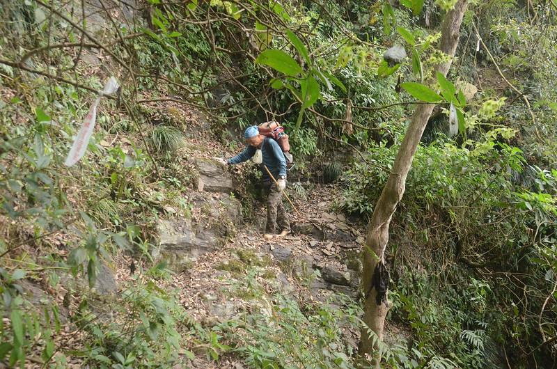 日湯真山西南峰較危險地形路段 (6)