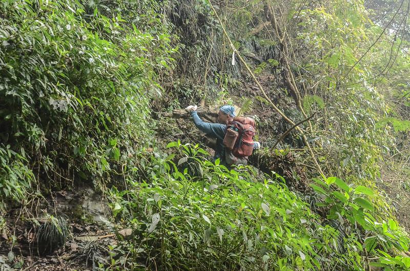 日湯真山西南峰較危險地形路段 (5)