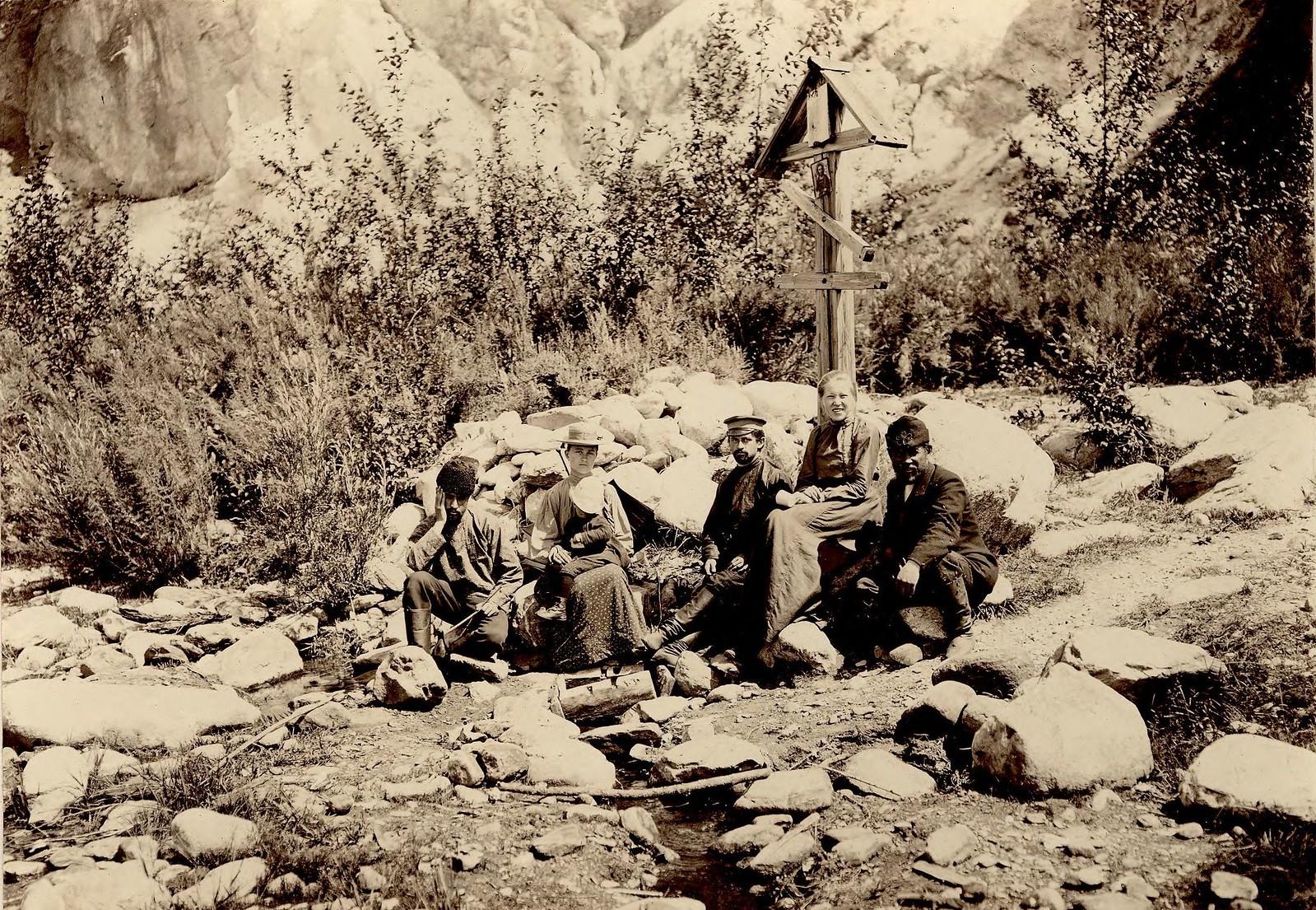 15. Группа путешественников у святого источника