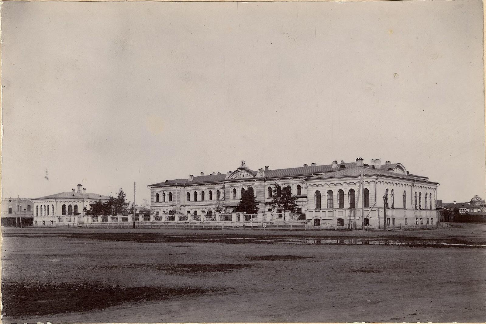 13. Здание Промышленного училища