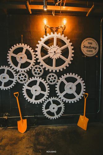 เมนูกัญชาที่แรกในภูเก็ต The Loft Factory