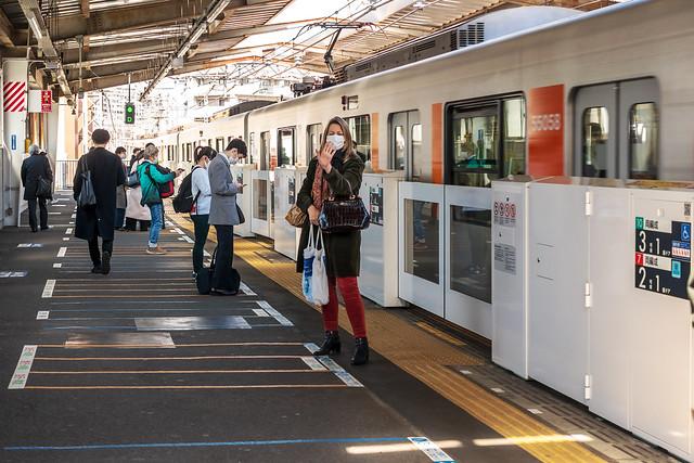 At Azamino Station : あざみ野駅にて