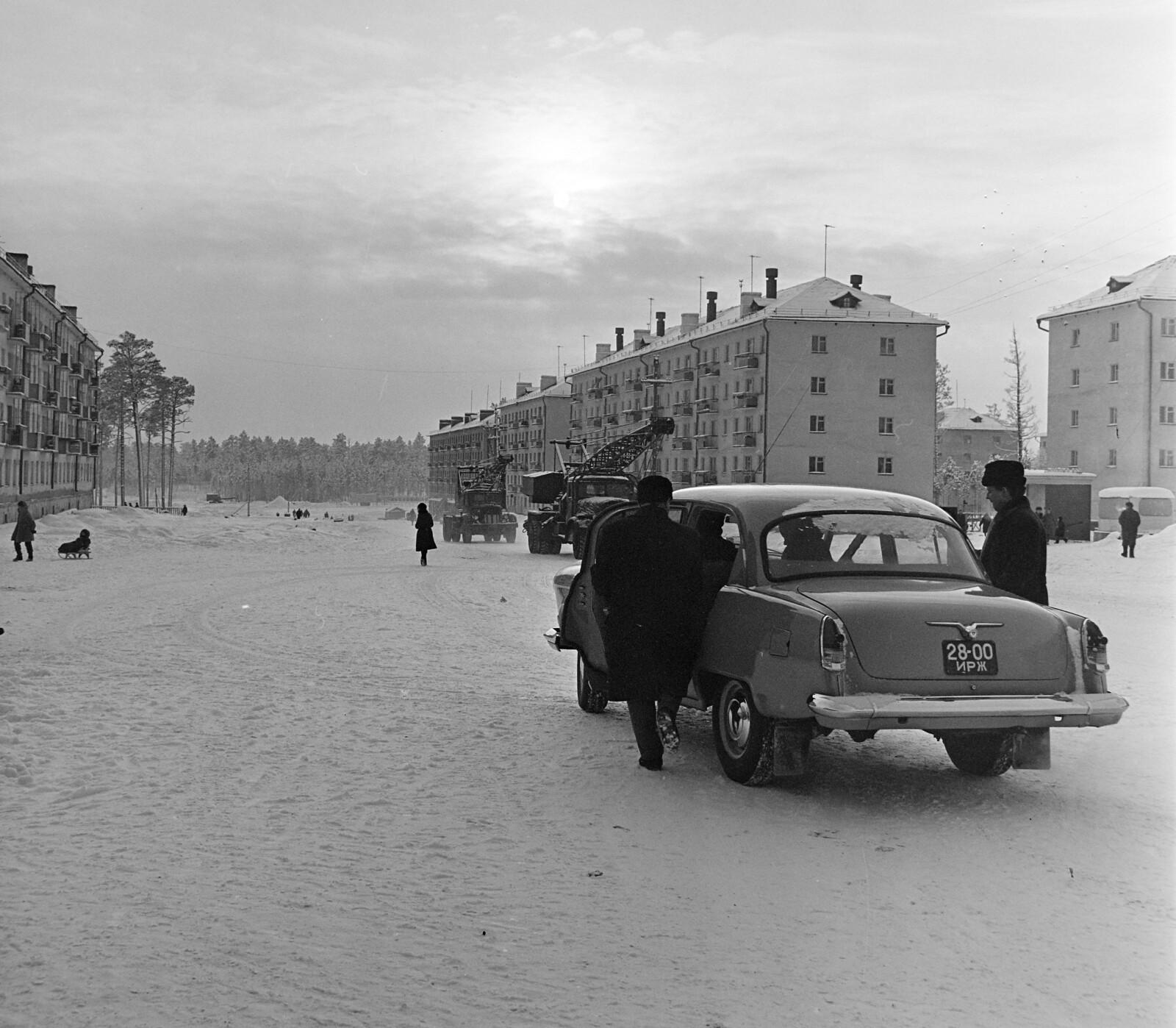 Братск. Улица Наймушина  выходит на улицу Холоднова.