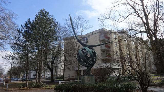 1963 Berlin-W. Erdkugel mit Parabelform von Hans-Joachim Roszinski Bronze Iranische Straße 5 in 13347 Gesundbrunnen