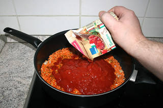 24 - Add chunky tomatoes / Tomatenstücke dazu geben