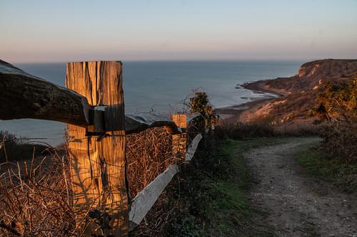 fencefriday fence justaftersunrise sunrise earlymorninglight warrenglen hastingscountrypark footpath path eastsussex
