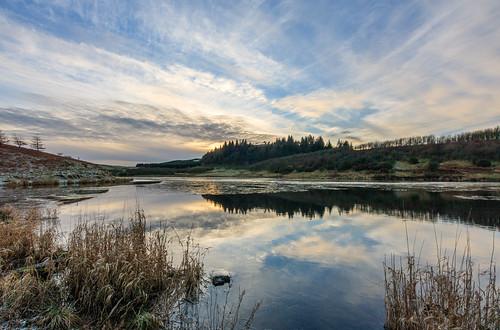 eastrenfrewshire landscape winter water walking snypesdam neilstonpad reflection scotland neilston tump reservoir volcanicplug glasgow frozen