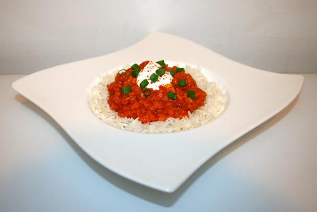 41 - Hot & creamy lentil dal with coconut cream - Side view  / Scharfes & cremiges Linsen Dal mit Kokosmilch - Seitenansicht