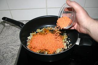 21 - Add red lentils / Rote Linsen dazu geben