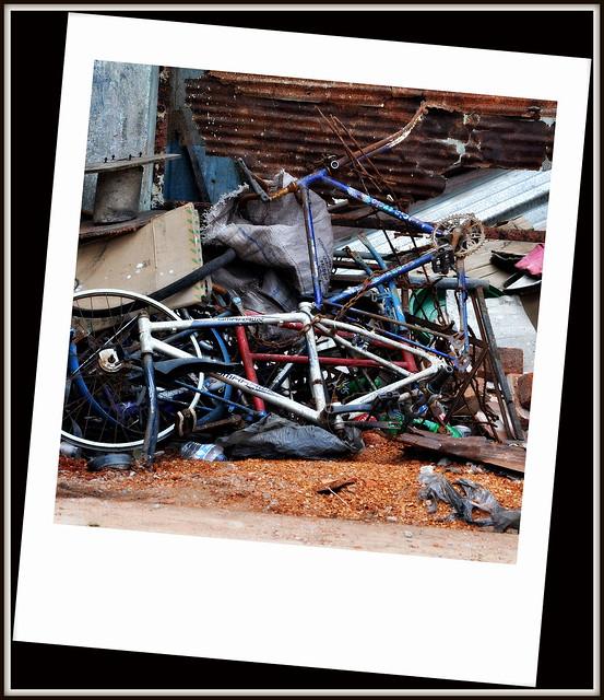 Bric a brac enchainé des rues du Sri Lanka .