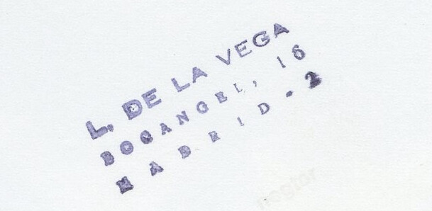 Sello de Leandro de la Vega en una de sus fotografías de Toledo. Archivo Histórico de la Universidad Complutense.
