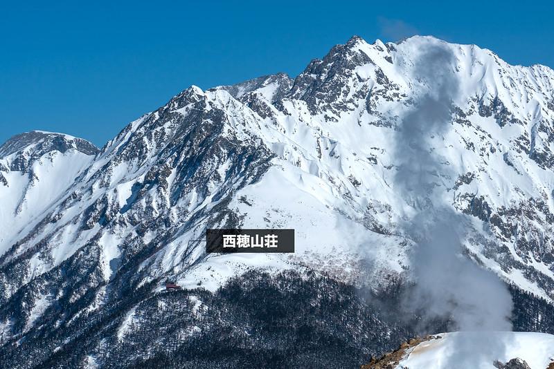 焼岳の南峰から見える西穂山荘