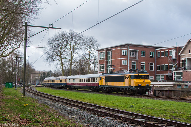 NSM 1768 met drie restauratierijtuigen | Tr. 43335 Maliebaan - Bad Bentheim | Utrecht