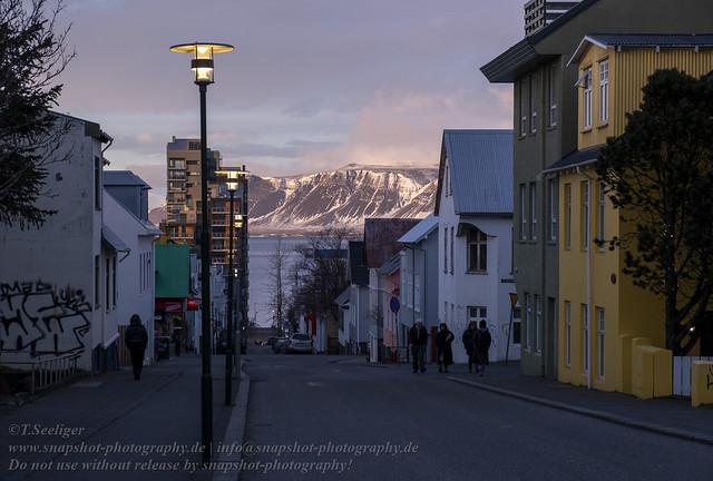 Einsetzende Dämmerung über Reykjavik