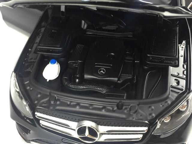 Mo hinh o to GLC Mercedes Benz 1 18 Norev xe hoi car (31)