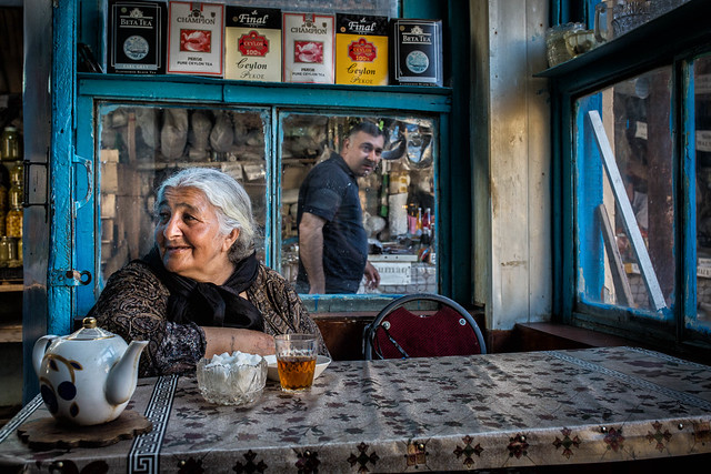 Drinking tea in Teze bazar