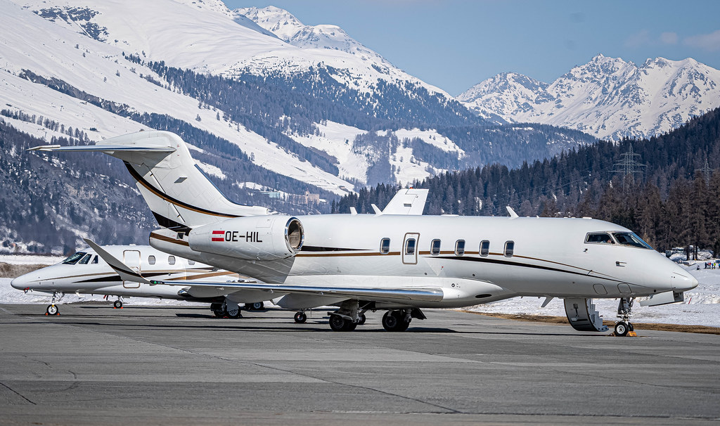 SMV/LSZS: Private / Bombardier BD-100-1A10 Challenger 350 / OE-HIL