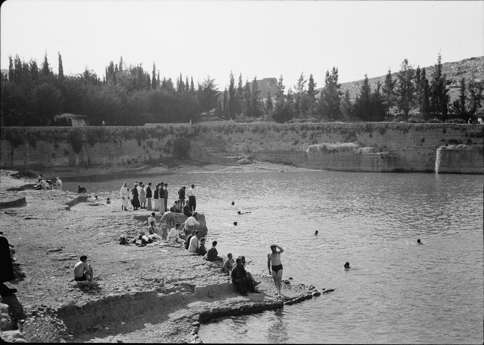 02. Группа отдыхающих в среднем бассейне на северо-западе