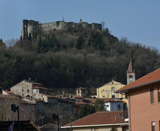 DSC_2837_6624 - Avigliana (To) -Uno scorcio del borgo medievale con castello - A glimpse of the medieval village with castle.