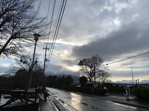雨上がりの山中湖と富士山