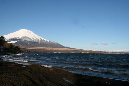 山中湖と富士山、朝