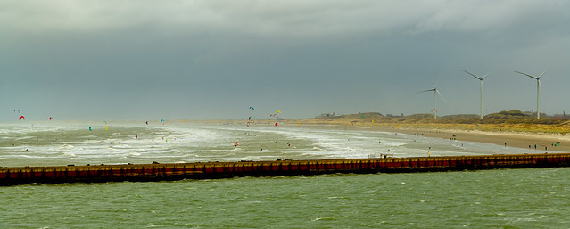 No shortage of Dutch People taking advantage of the Windy Conditions..