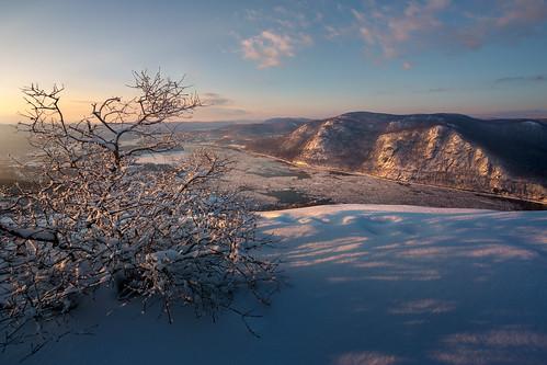 bullhill coldspringny hudsonhighlands hudsonhighlandsstatepark hudsonriver hudsonvalley mounttaurus newyork putnamcounty cold ice mountains riverice snow winter