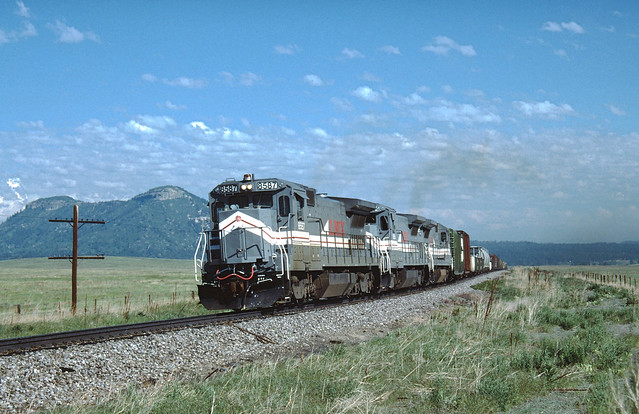LMX 8587 #262 Southbound near Greenland, CO  June 5, 1988
