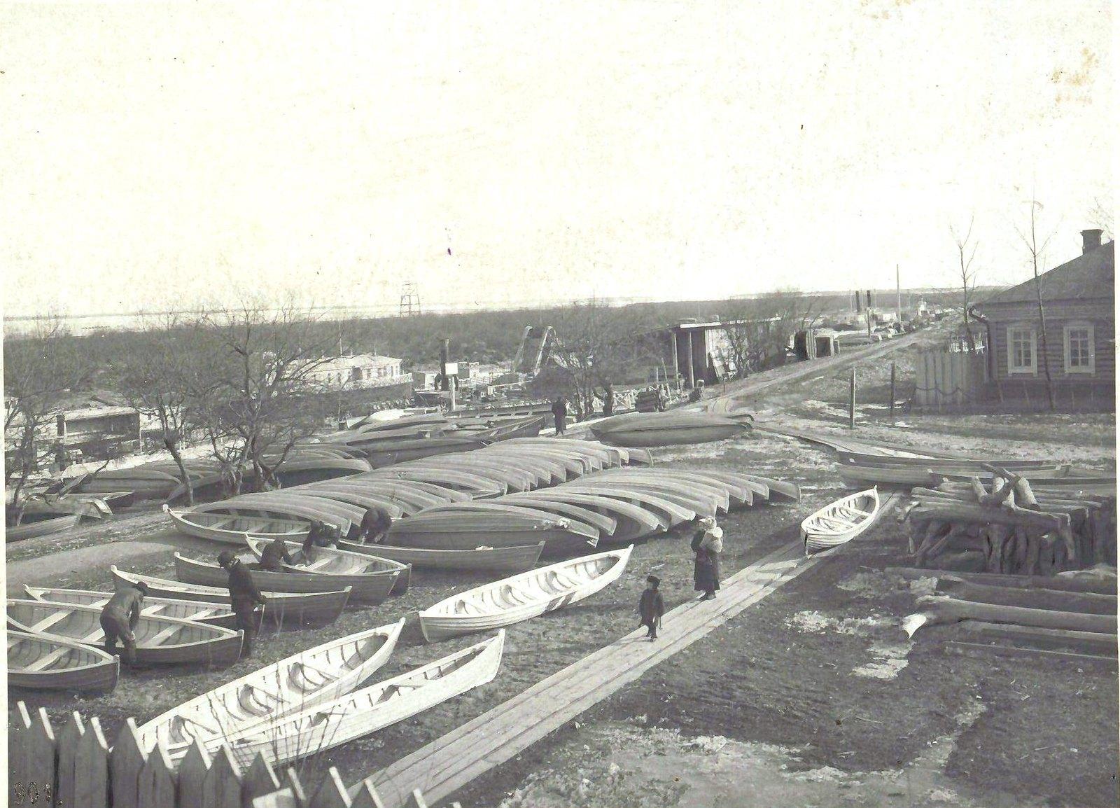 183. Шпаклёвка и окраска лодок типа «большой и малой Черняевки»