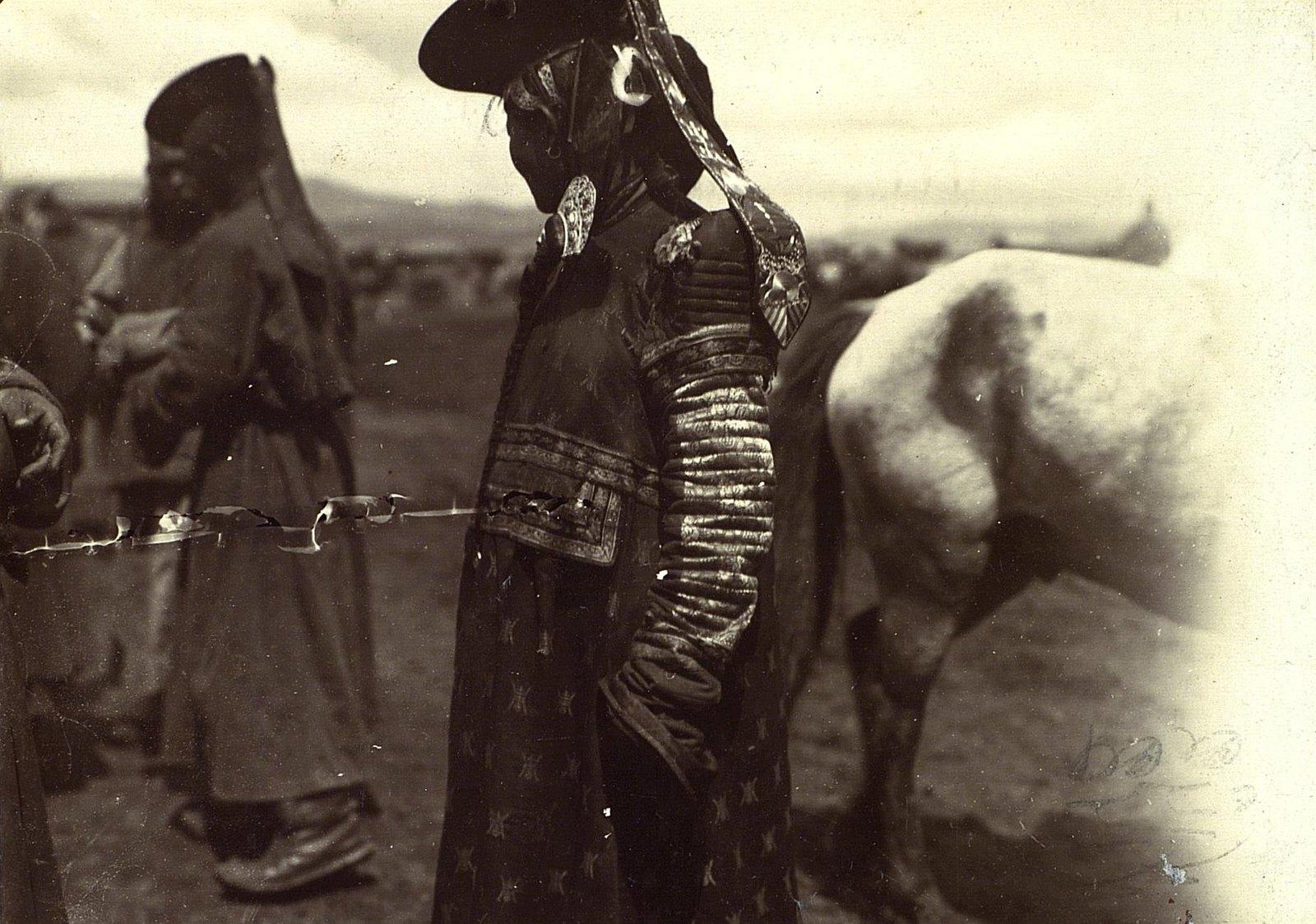 Монголы в праздничных костюмах