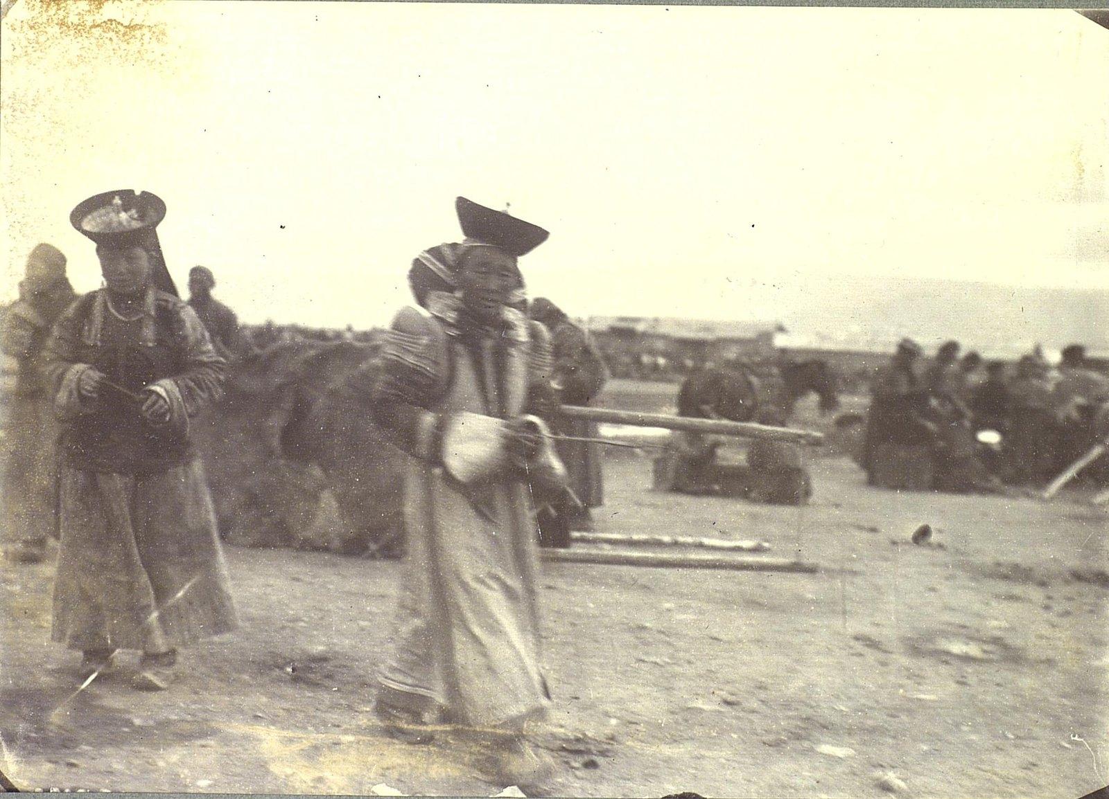 Монголы на базаре