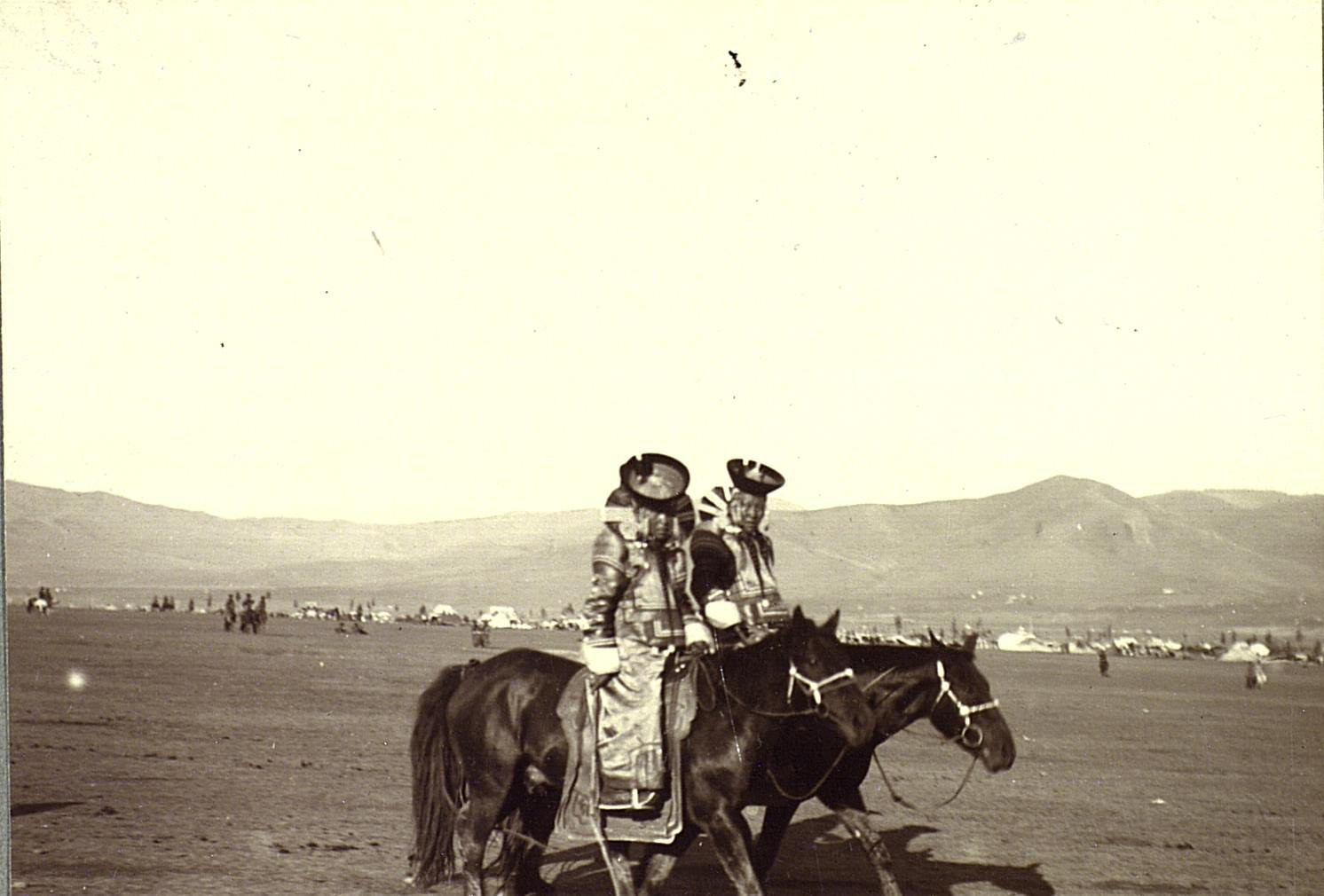 Всадницы-монголки