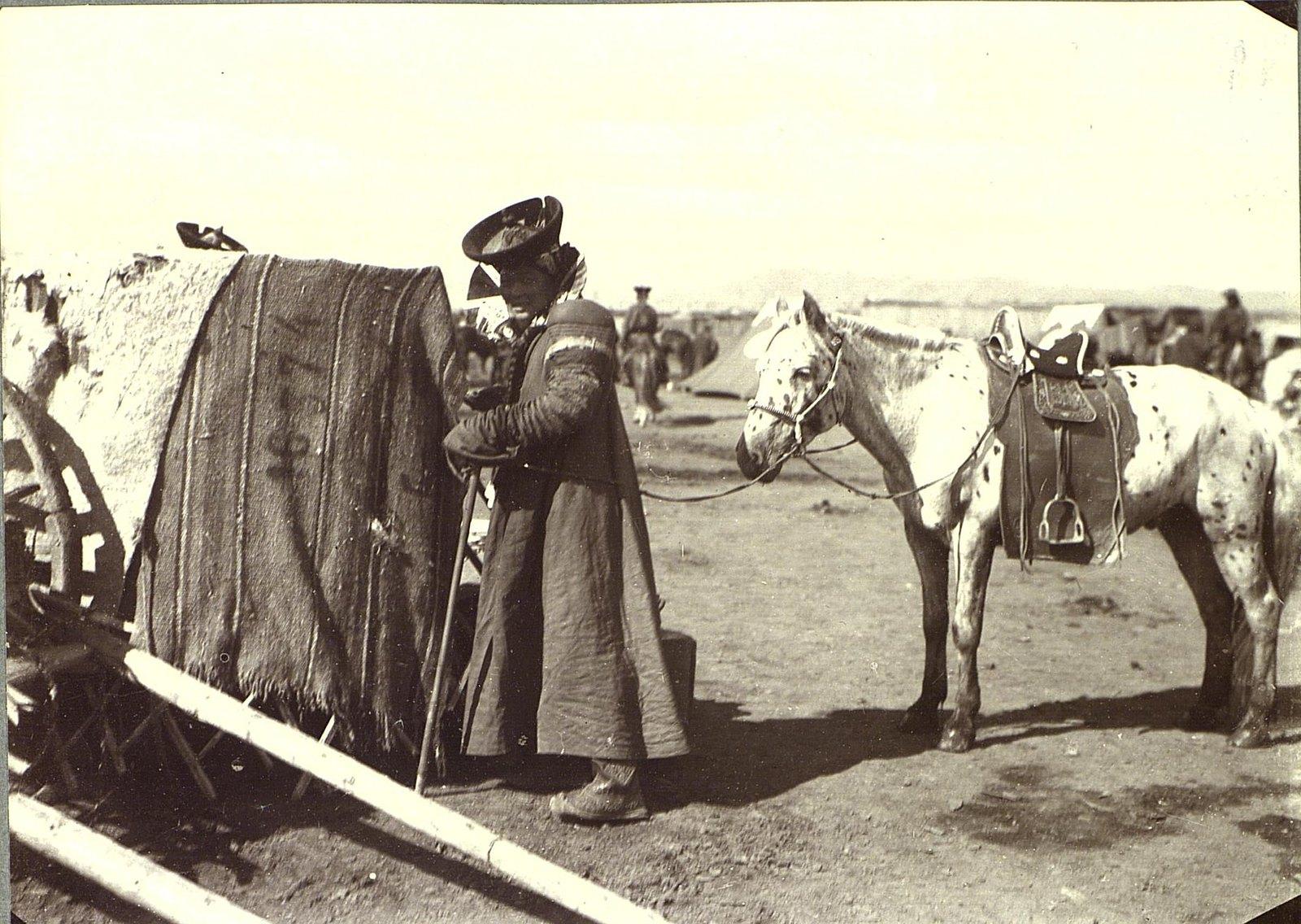 Монголка с лошадью