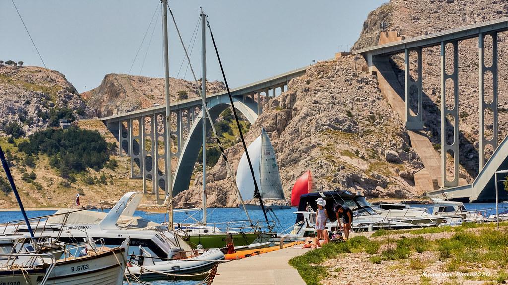Krčki most iz lučice Črišnjeva