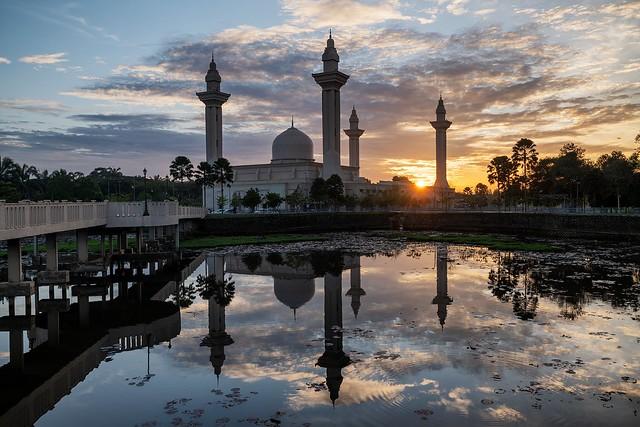 Masjid Ampuan Jemaah Bukit Jelutong, Shah Alam, Malaysia.