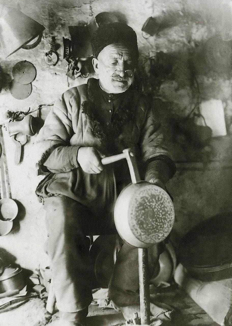 Медник за работой. Бахчисарай. 1920