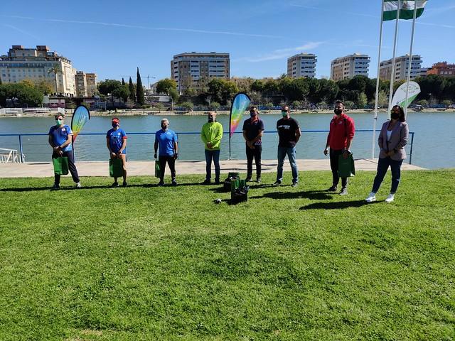 Entrega de medallas con los clubes participantes