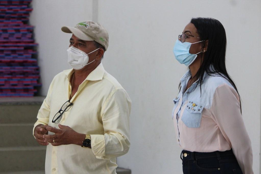 Silvio Ramalho (Prefeito de Caravelas) e Ayna de Souza (Secretária de Assistência Social e Cidadania)