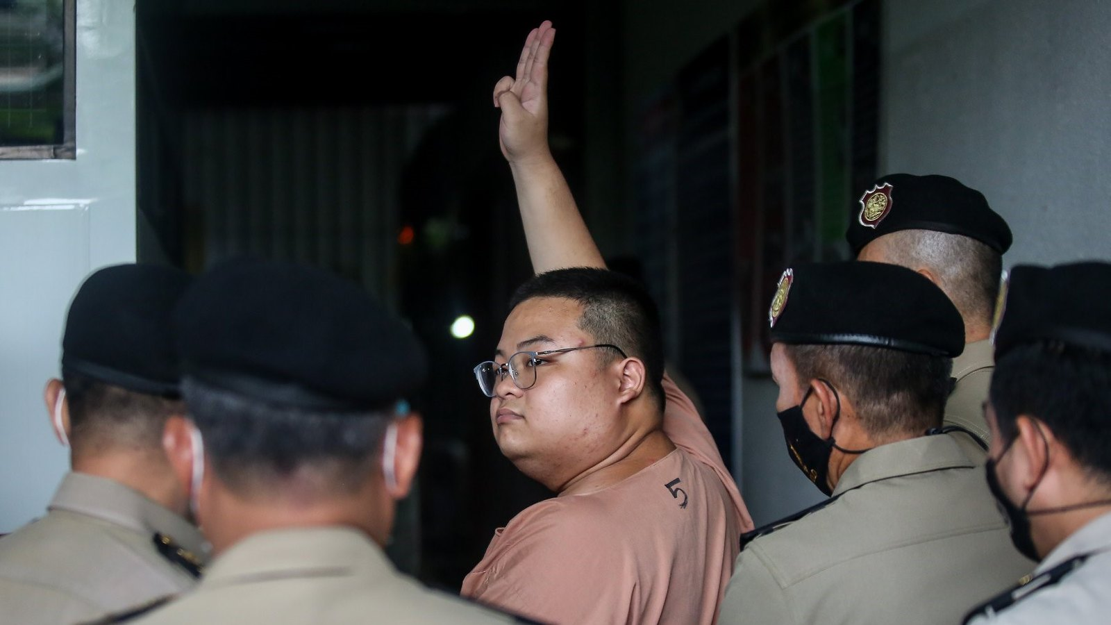 ราษฎรเปิดคำแถลงศาลของ 'เพนกวิน' ม.112 เป็นมะเร็งกัดกินประชาธิปไตย | ประชาไท Prachatai.com