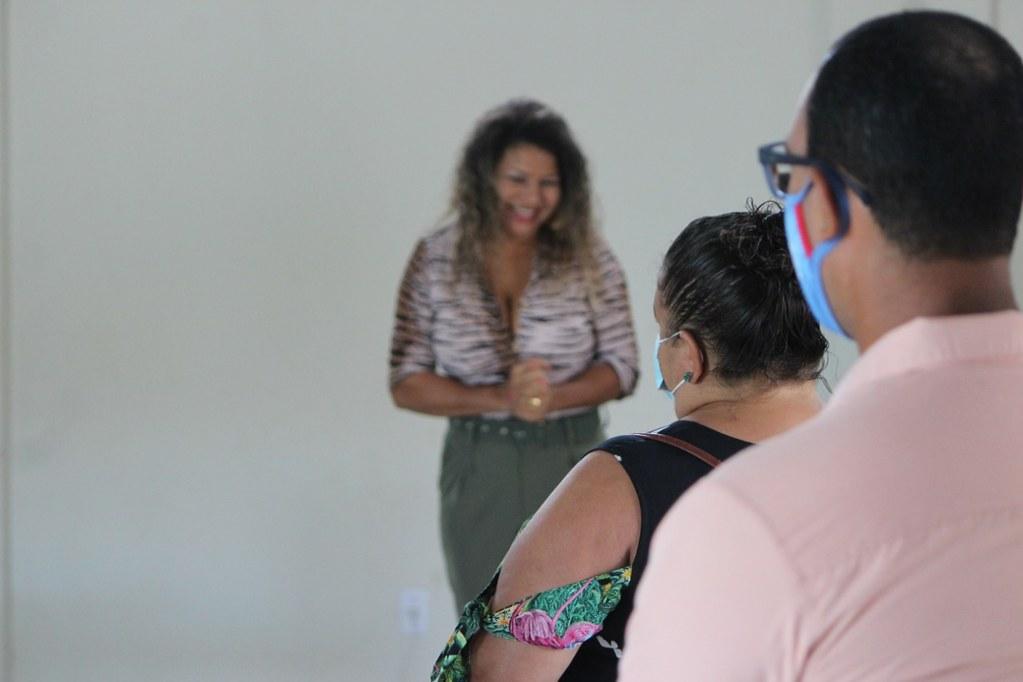 Marilene Figueredo, gestora do CadÚnico-PBF agradecendo a participação dos gestores do PBF