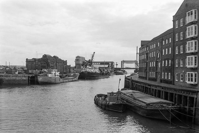 River Hull, downstream, Drypool Bridge, Hull, 1989,  89-8e-53