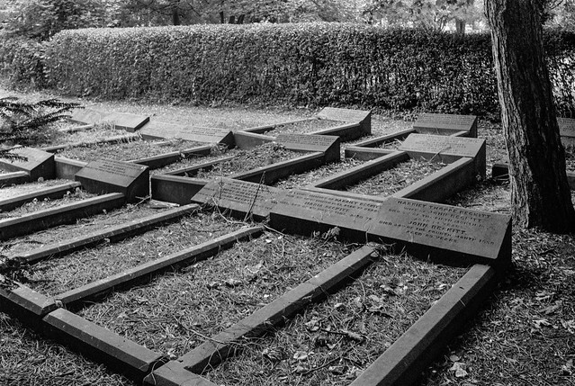 Quaker Burial Ground, Spring Bank, Hull, 1989 89-8d-42