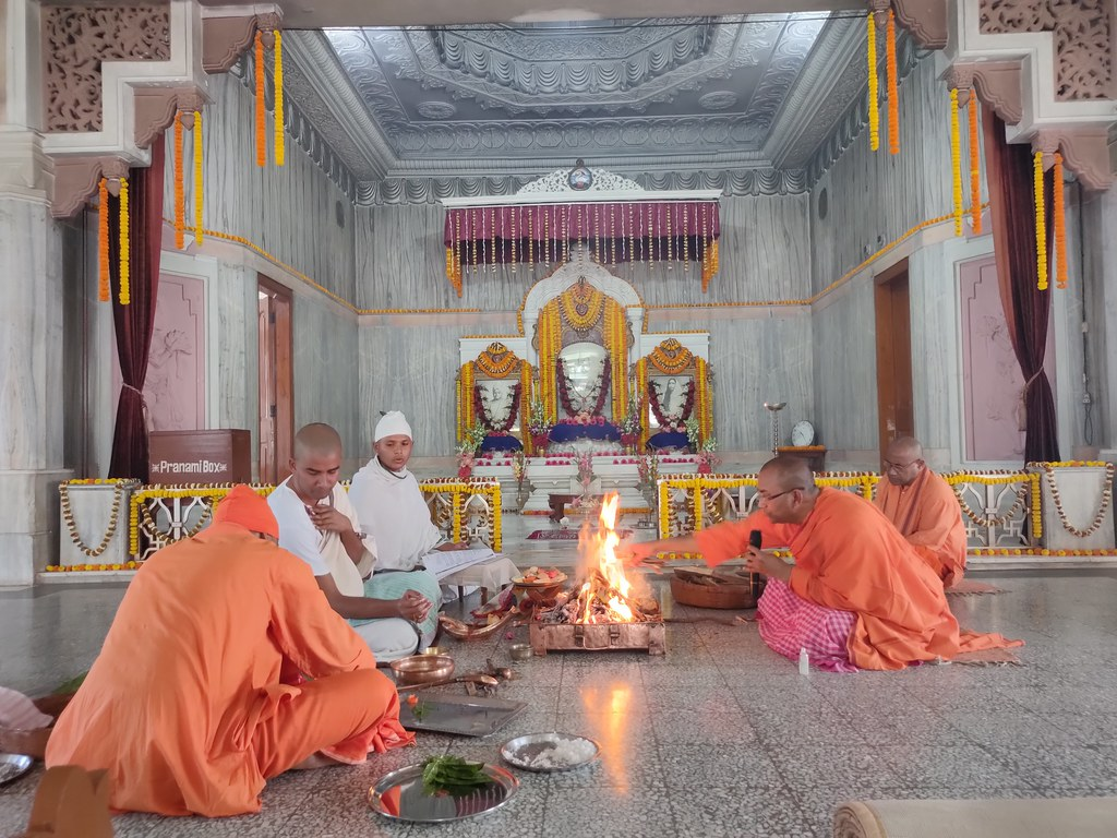 Thakur's Tithi Puja (138)